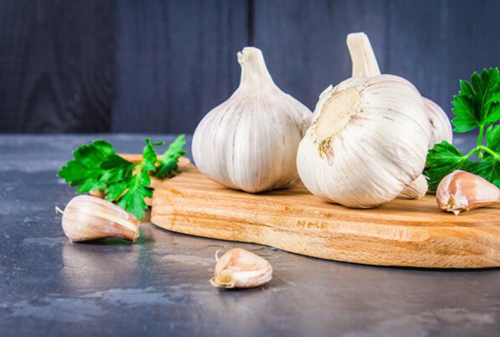 garlic-cloves-garlic-bulb-wooden-board-1